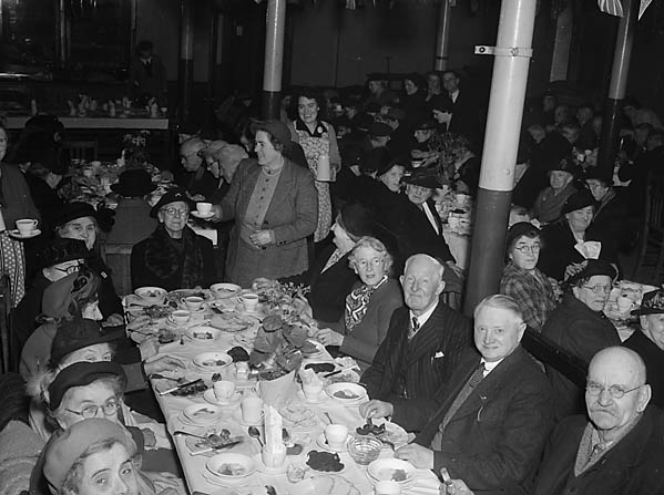 [Old Folks Tea, held at Oswald Road schoolroom, Oswestry]