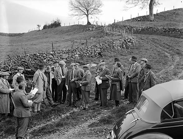 [A Visit by the Country Landowners' Association in Montgomeryshire and Merionethshire to three farms on the Glan-Llyn Estate]
