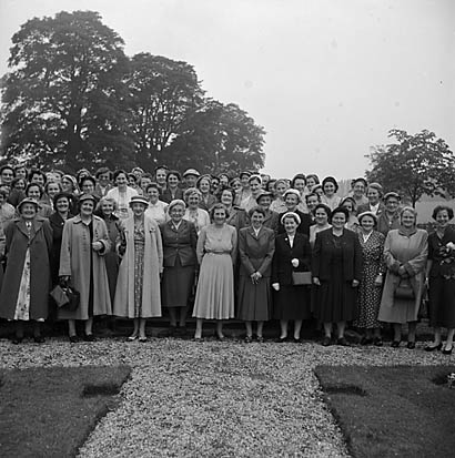 [Chirk Women's Institute visit Brynkinallt [Estate]]