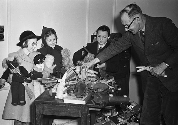 [Children presenting toys to the Matron of Shropshire Hospital, donated by  readers of the 'Border Counties Advertizer']