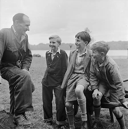 [Mr Egerton, the mere keeper at Ellesmere chatting to three youngsters]