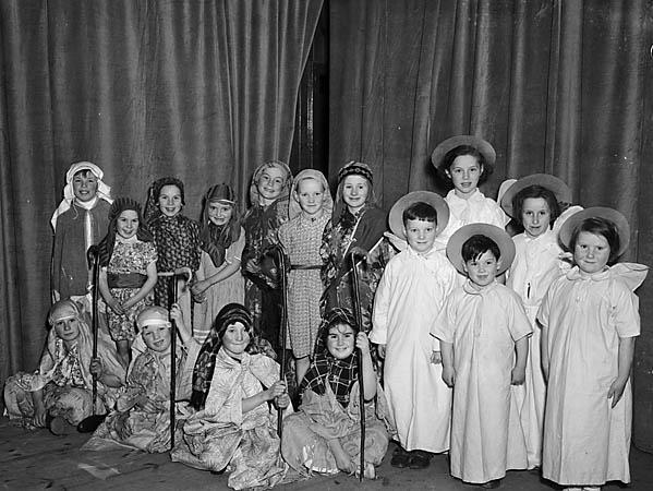 [Plays performed by the children of Llanrhaeadr-ym-Mochnant]