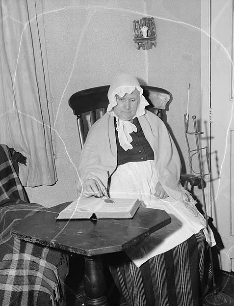 [Mrs Emily Evans, Llanrhaeadr-ym-Mochant wearing traditional Welsh dress]