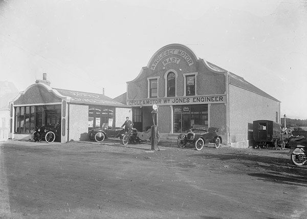 "[""Garej William Jones"", Sir Fon Motor Mart, ca. 1925]"