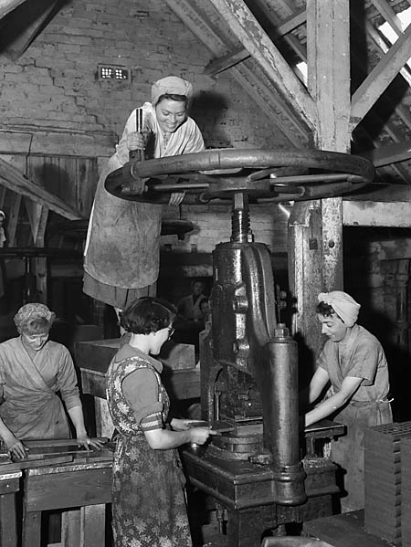 [Cefn-Mawr clay industry, Wrexham]