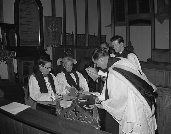[The installation of the Rev Iorwerth Owen Jones as rector of the parish of Machynlleth]