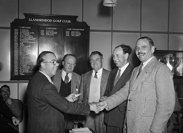 """[Presentation of """"Radnor Times"""" cup at Llandrindod Golf Club]"""