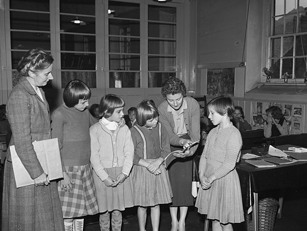 [Young refugees from Germany at Maenofferen School, Blaenau Ffestiniog]
