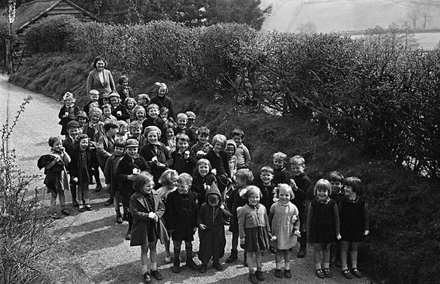 [Evacuees and their friends from Llanfyllin National School enjoying the countryside]