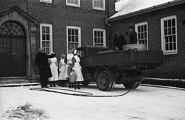 [Emergency supplies of water being supplied to Montgomeryshire Infirmary]
