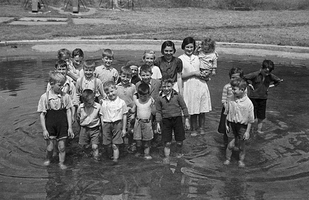 [Children paddling at Welshpool Lido]