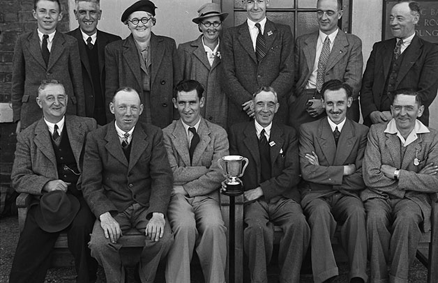 [G[reat] W[estern] R[ailway] all-line bowls final at the Hart and Trumpet Inn, Gobowen]