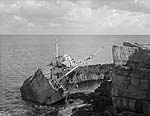 """[Wreck of the """"Hindlea"""" on the rocks by Moelfre, a 100 years after the Royal Charter sank there]"""