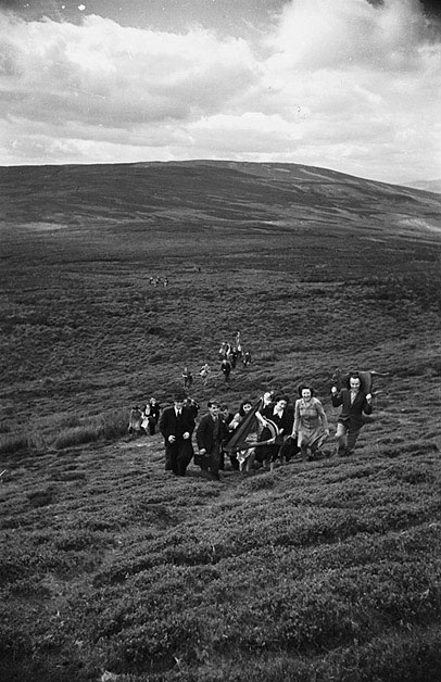 [Aelwyd members from Montgomeryshire, Meirionethshire and Denbighshire walk to the summit of Berwyn mountain]