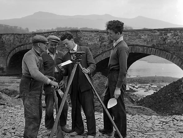 [Repairing Llanelltyd bridge, and clearing the Wnion River at Dolgellau]
