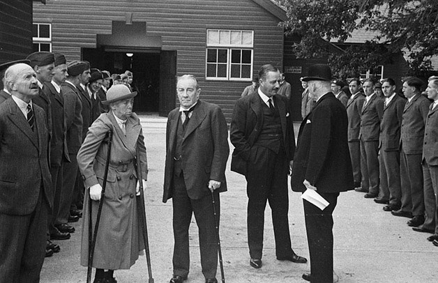 [Princess Marina visits Gobowen Orthopaedic Hospital]
