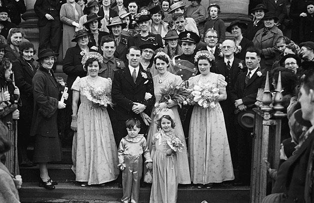 [Wedding of Margaret Lewis and Emlyn Thomas at Newtown Baptist Church]