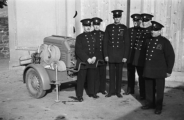 [Welshpool Auxiliary Fire Service with their fire pump]