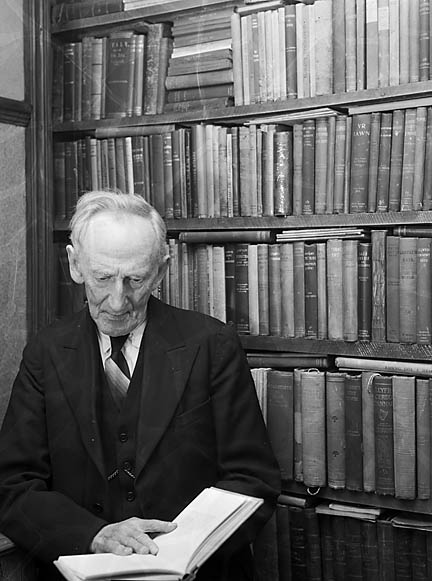 [Evan Roberts, Llandderfel, in his library]