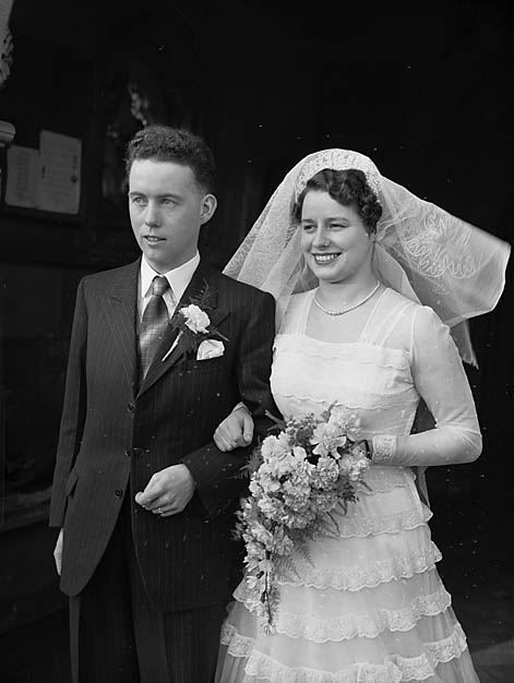 [Wedding of Gwendoline Morris and William O Jones at Oswestry Parish Church]