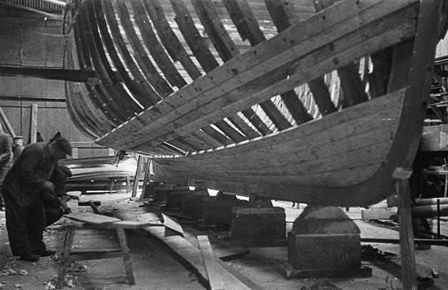 [Boat building in Pwllheli, showing location of boatyard and workforce]