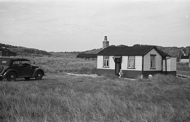 [Geoff Charles' car in front of Tyn y Morfa bungalow, May 1948]