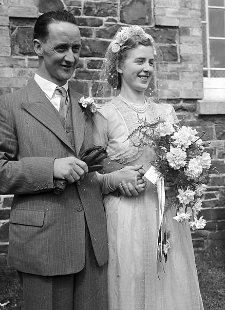 [Wedding of Beryl Ashford to Glyn Edwards at Penygarnedd]