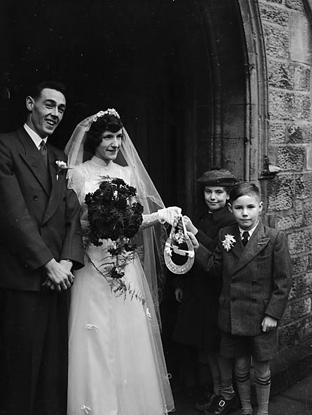 [Wedding of D M Breeze, Oswestry, to Dorothy E Smith, Whittington, at Holy Trinity Church Oswestry]