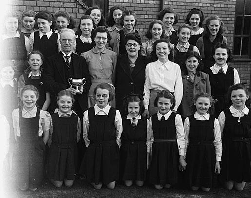 [Oswestry G[reat] W[estern] R[ailway children's choir, 1948]