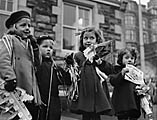 [Barmouth school children with Christmas presents]
