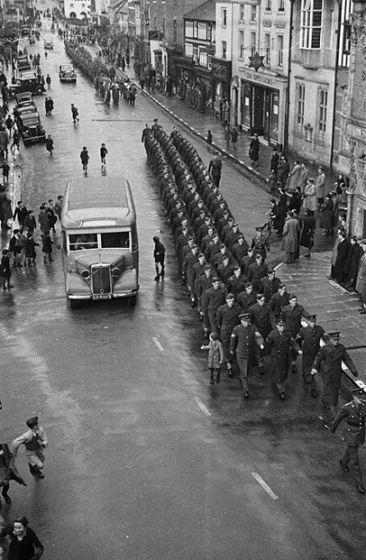 [Armistice Day parade at Newtown]