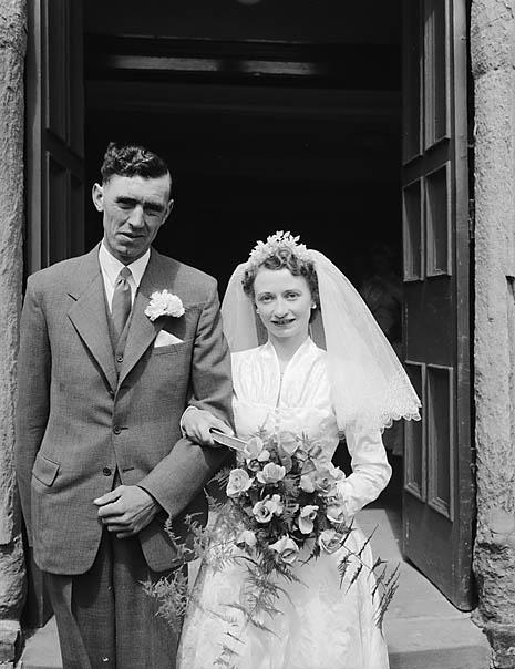 [Wedding of Lilian Mary Roberts, Llanfyllin, and Nathaniel Elwyn Watkin, Meifod]