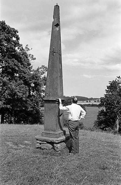 Huw Williams, reporter at Y Cymro, with an unknown obelisk