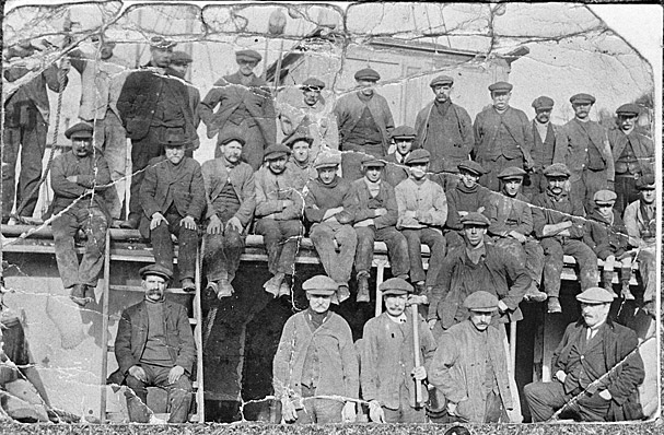 Old picture of workers on a ship