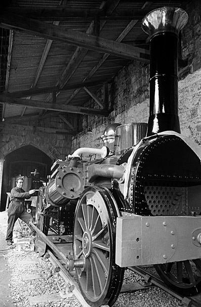 """Painting """"Fire Queen"""", the old steam engine that ran from 1848 to 1886 from Llanberis to Port Dinorwig"""