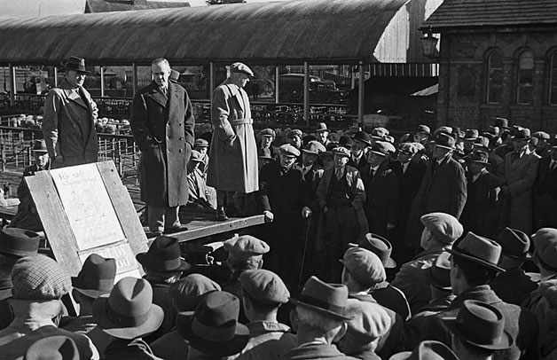 [Mr Clement Davies MP speaking at Smithfield market, Welshpool]