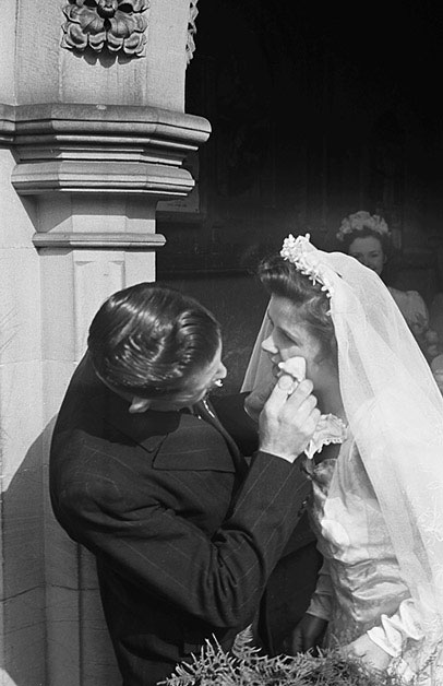 [A double wedding at Oswestry Parish Church on Easter Sunday : Constance Edge to Jim Smithson and Dorothea Micolaiczyk to Derek Edge]