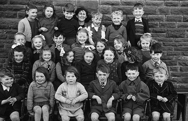 [Groups of schoolchildren from Ystradowen School, Cwmllynfell, 1949]